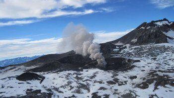 alerta en mendoza por una explosion en el fronterizo volcan nevados de chillan