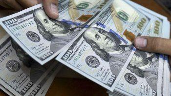 El dólar baja un 3
