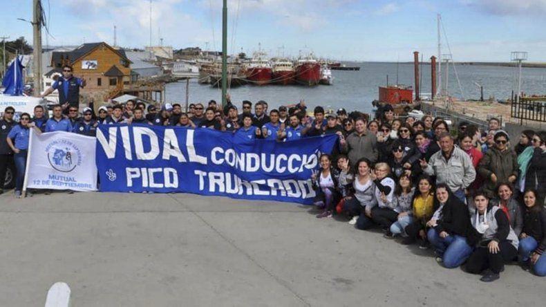 Afiliados al gremio petrolero de diferentes localidades recorrieron esta semana las calles de Puerto Deseado para sumar nuevas firmas de adhesión al proyecto por el que se busca reducir el costo de la carne.
