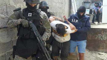 Detienen a dos hombres e incautan 24 mil pesos por el robo a una pollería