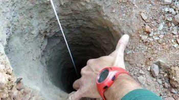 buscan a un nino de dos anos que cayo en un pozo de 100 metros de profundidad
