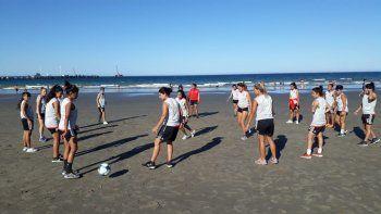 Las jugadoras del plantel profesional de River continúan con sus trabajos de pretemporada en Puerto Madryn.