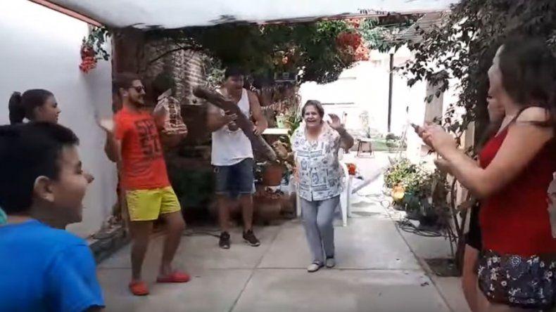 Una familia creó la coreografía de Leña para el carbón y se volvió viral