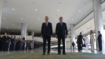 Mauricio Macri y Jair Bolsonaro durante el encuentro que mantuvieron ayer en Brasilia, en un cónclave bilateral que reunió además a sus ministros.