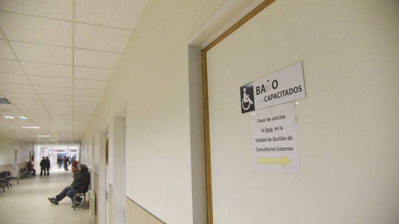 En el Hospital Regional de Comodoro Rivadavia se analizan otros tres casos sospechosos.