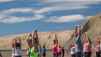 este sabado habra yoga en la playa
