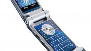 vuelve el historico celular con tapita
