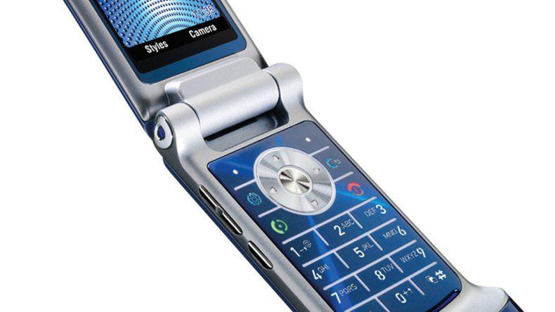 Vuelve el histórico celular con tapita