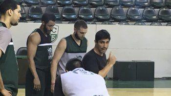 Martín Villagrán dirigiendo una práctica de Gimnasia y Esgrima.