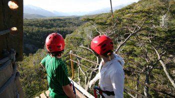 Canopy en Esquel: la experiencia de volar por el bosque patagónico
