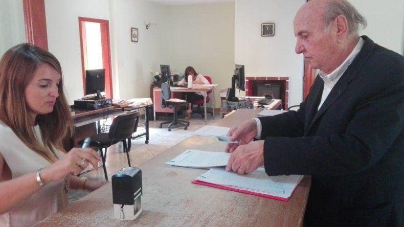 Osvaldo Sala al efectuar la presentación judicial en Rawson.