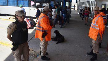 Además de los controles en los accesos sur y norte, a cargo de inspectores municipales de tránsito y policías, personal de la Prefectura Naval volvió a apostarse en la terminal de ómnibus.