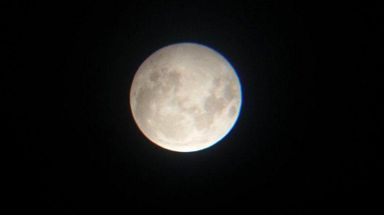 Así se vio la luna de sangre en Comodoro