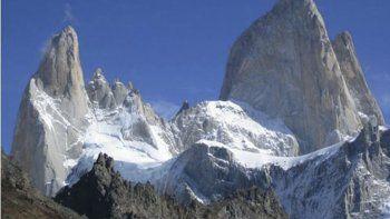 El cerro Fitz Roy o Chaltén, el más alto de la cadena de elevaciones graníticas, se cobró el viernes la vida de un escalador checo, en tanto dos brasileños están desaparecidos.