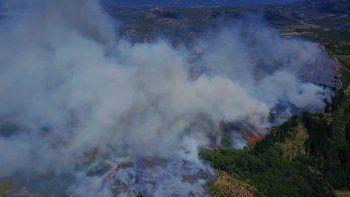 aldea escolar: esperan poder controlar el fuego para el mediodia
