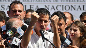 juan guaido se autoproclamo presidente de venezuela