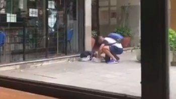 Jugador de inferiores le compra comida a niño de la calle y es filmado