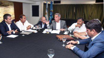 Arcioni coordina con operadoras y gremios petroleros el temario que llevarán ante Nación