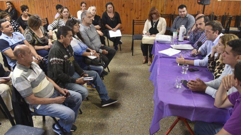 Lo vecinalistas mantuvieron una extensa reunión con los ministros de Economía y de Salud.