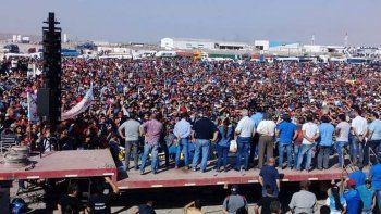 petroleros en estado de alerta y movilizacion por la amenaza de despidos