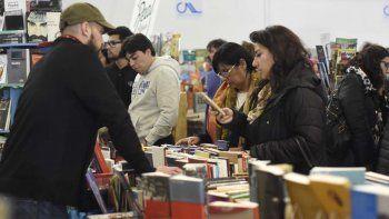 librerias y escaparates de comodoro deberan dedicar un espacio a producciones locales