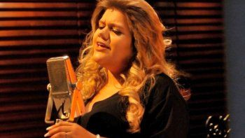 more rial hara su debut como cantante a dias de ser madre