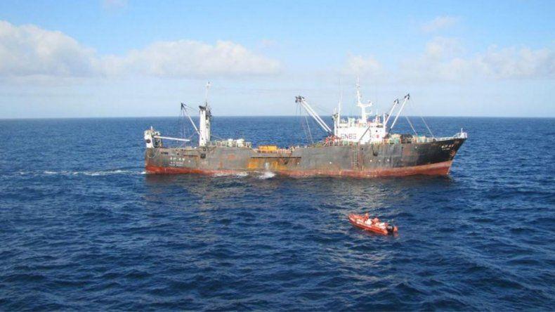 Capturan un buque surcoreano que pescaba ilegalmente en Comodoro
