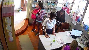 mecheras fueron escrachadas robando en una tienda centrica