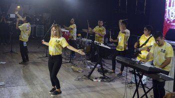 Aylén Becerra será una de las artistas que estará presente en la Gran Fiesta Musical en la plaza San Martín.