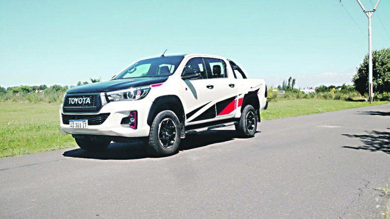 Las 10 claves de la Toyota Hilux GR sport 4x4 manual: Una pick-up deportiva, por dentro y por fuera