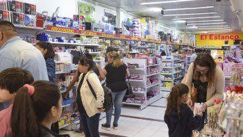 Cuando resta menos de un mes para la vuelta a clases, los padres comienzan a comprar los útiles necesarios para sus hijos.