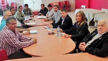 Por primera vez en años, una mesa de paritarias entre representantes del gobierno santacruceño y de gremios docentes, se realizó en días previos al inicio de un ciclo lectivo.