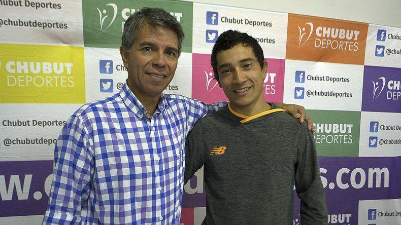 El atleta esquelense Joaquín Arbe junto a David Cárdenas