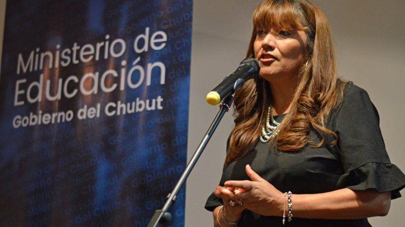 La ministra de Educación de Chubut incentiva los concursos para que se regularice de una vez la situación educativa.