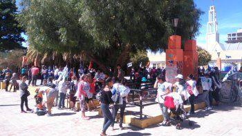ruidosa manifestacion en contra de los tarifazos en el centro de comodoro