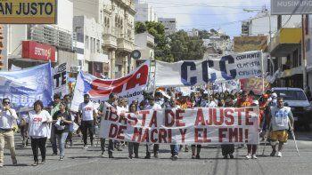Medio millar de personas se movilizó contra los tarifazos y el desempleo