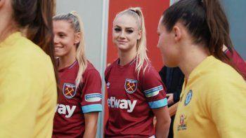 novias y rivales, la historia de amor de la liga inglesa femenina