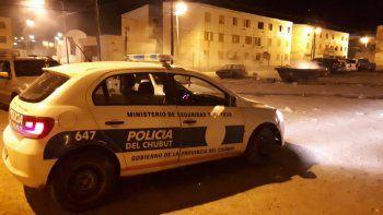 Durante la madrugada de ayer, en un control en las 1008 Viviendas fue detenido un hombre que apuntó a los policías.