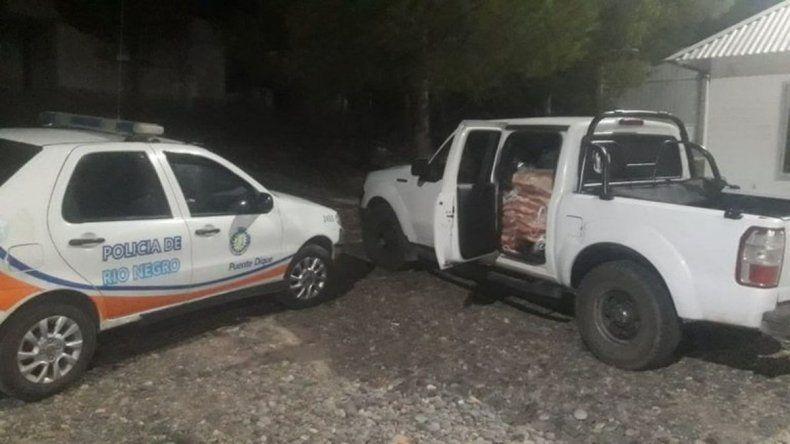 Lo atraparon con 52 costillares de vaca en una camioneta