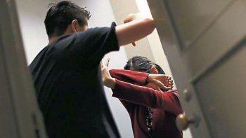 golpeo a su esposa, sus hijos pidieron  auxilio y ahora esta en prision