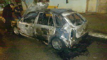 incendiaron un auto en rada tilly