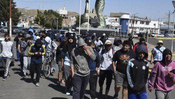 Luego de concentrarse frente la playa de tanques de Termap, los manifestantes marcharon por las calles céntricas.