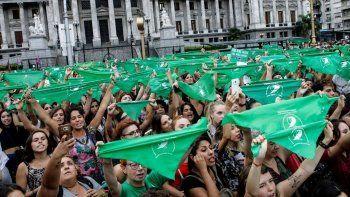 panuelazo por el aborto legal, seguro y gratuito en todo el pais