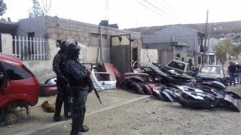 La policía secuestra autopartes en Los Damascos 800 en donde según la investigación judicial vendían autopartes a través de Facebook.