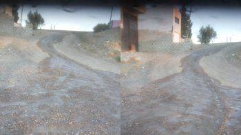 desde ayer corre un rio de agua limpia en el barrio san martin