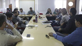 Representantes del Gobierno provincial y de los gremios docentes durante la reunión paritaria de ayer.