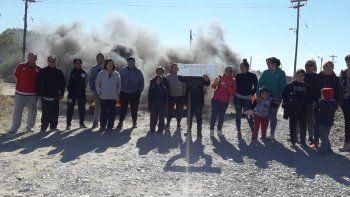 Quema de cubiertas en Los Bretes por demora en las obras de gas