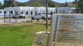 La operadora Sinopec, que tiene su base central en Cañadón Seco (foto) fue intimada por el gobierno provincial a cumplir con los planes de inversión.