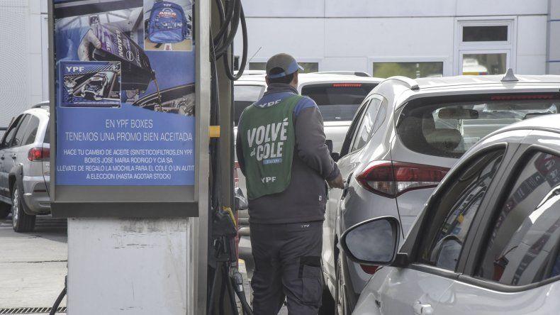 Los combustibles con pleno abastecimiento y atentos al dólar de referencia