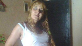 Prisión para una joven acusada de matar y enterrar a su madre en el patio